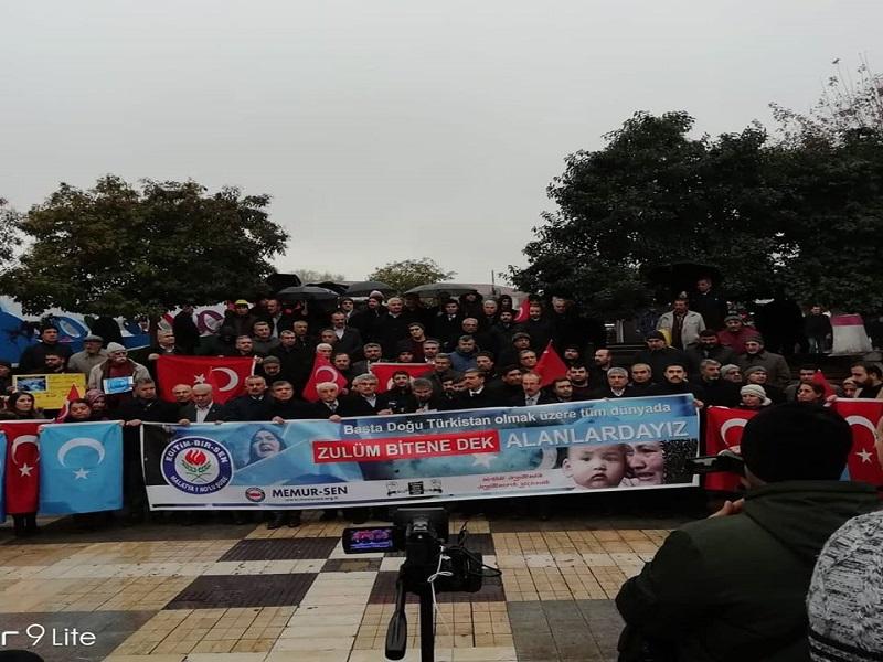 DOĞU TÜRKİSTAN'DAKİ ÇİN  ZULMÜNÜ PROTESTO ETTİK